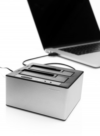 56136 mDock Duplicator with no HDDs inserted connected to laptop-1502790411-IT.jpg